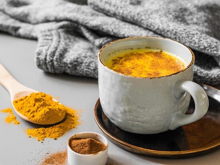 golden milk-krachtvoer voor vrouwen